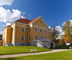 estonia-lahemaa-palmse-manor-outside_